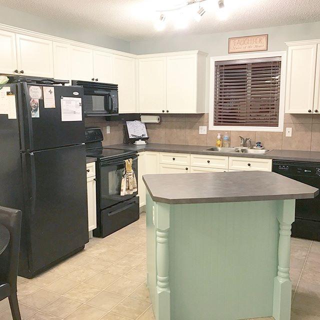 Island & Cabinets
